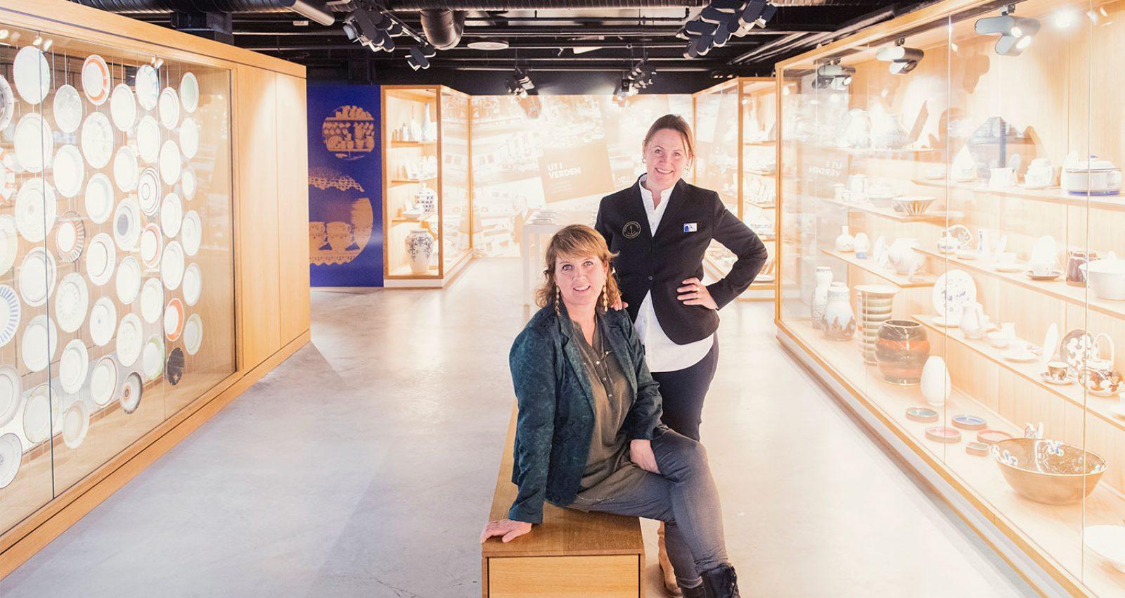 Catrine Danielsen og Ann-Kathrin Samuelsen i Porselensmuseet i Porselensfabrikken Næringspark, Porsgrunn